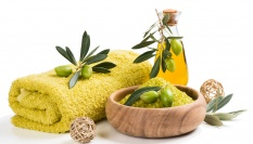 Dětský či olivový olej jako levné oční odličovadlo