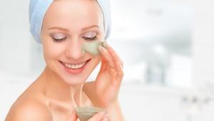 Uklidňující protizánětlivá maska ze zeleného čaje – i proti akné