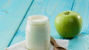 Jablko s mlékem oživí unavenou pleť