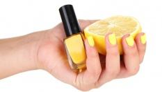 Pro dlouhotrvající lak na nehty použij citron