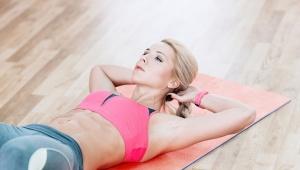 Sprinterský sed z lehu na posílení břišních svalů