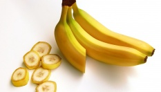 Mléko, žloutek, olivový olej a banán na akné (podle Cameron Diaz)
