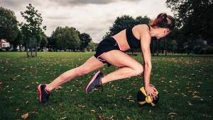 Posilování středu těla s medicinbalem
