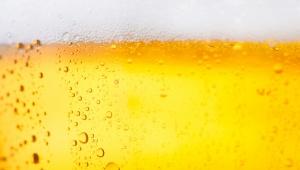 Pivní přeliv na zvětšení objemu vlasů