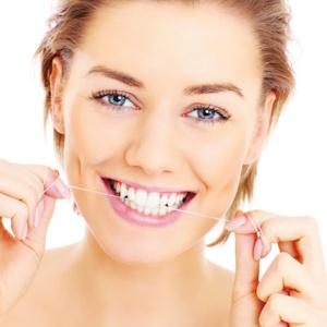 Čištění zubů po každém jídle je k ničemu