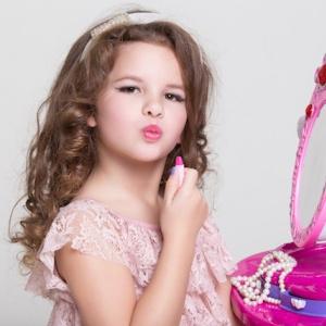 Malé královny krásy aneb parodie na dospělé ženy