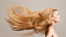 Pudrem k objemu vlasů