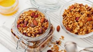 Recept na kakaovo-banánovou granolu