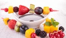 Ovocné špízy s čokoládou