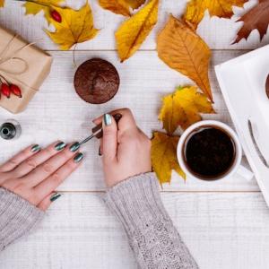 Nejlepší barvy laků na nehty pro podzim 2017