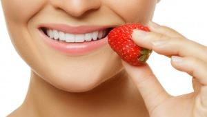 Jahodová směs na bělení zubů