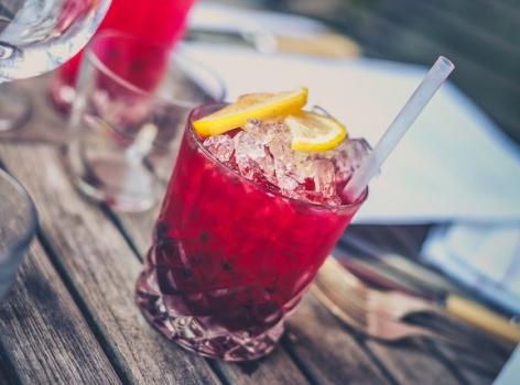 Vyzkoušejte měsíční alkoholový detox. Bude se vám lépe spát a zhubnete