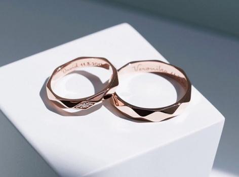 Snubní prsteny s rytinou nebo bez?