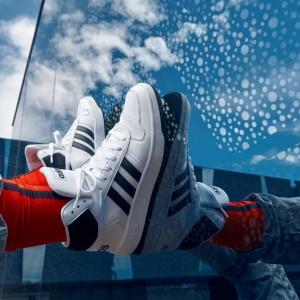 Jak nosit boty Adidas v módních jarních stylech?
