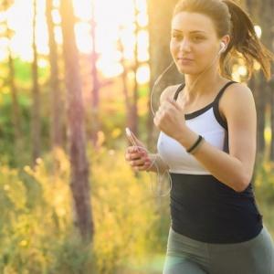Chodci versus běžci. Kdo z nich rychleji zhubne?