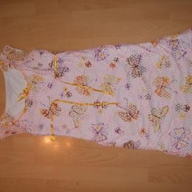 Růžové sítované šaty s kytkama na léto z butiku Linda - foto č. 1