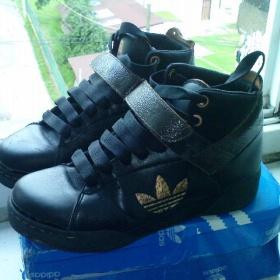 Černé kotníčkové boty Adidas Respect me s bronzovými znaky - foto č. 1
