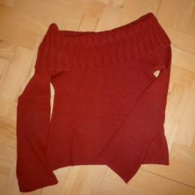 Vínově červený svetr s lodičkovým výstřihem - foto č. 1