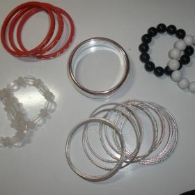 Sada plastových náramků různých barev - foto č. 1