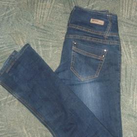 Tmavé džíny bokové z Pantalonu - foto č. 1