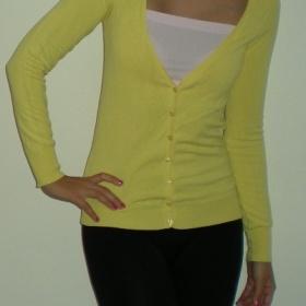 Žlutý propínací svetřík Bershka