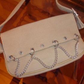 Béžová mini kabelka s ozdobnými řetazy - foto č. 1