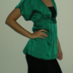 Smaragdová tunika z HM
