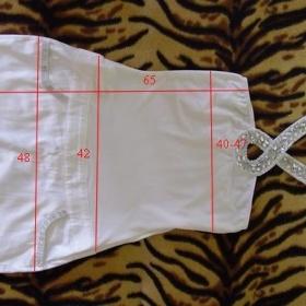 Bílé šaty s kamínky - foto č. 1