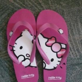 Růžové žabky Hello Kitty z H&M - foto č. 1