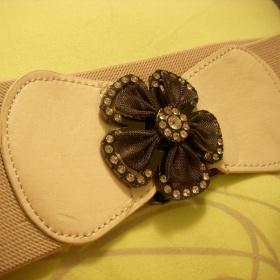 Béžový gumový pásek Aukro - foto č. 1