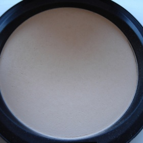 MAC Blot Powder, odstín medium