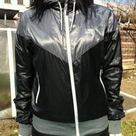 Šedo-černá bunda nike s kapucí - foto č. 1
