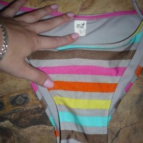 Šedé plavky s barevnými proužky - foto č. 1