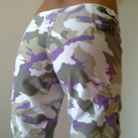Skate fialovob�l� kalhoty - foto �. 1