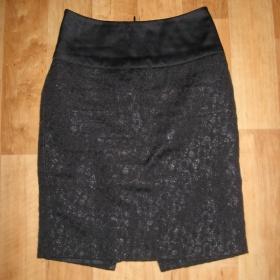 Černá pouzdrová sukně Oodji s lesklým pasem - foto č. 1