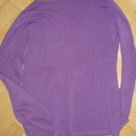 Fialový svetřík zn. Camaieu - foto č. 1