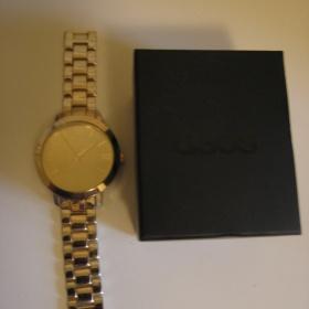 Zlaté oversized hodinky Asos - foto č. 1
