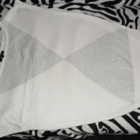Biely svetrík so vzorom značka Reserved - foto č. 1