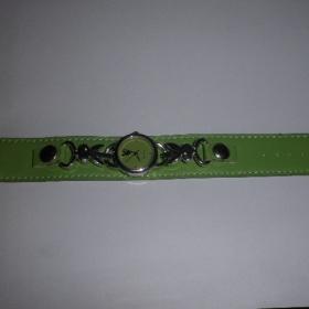 Zelen� hodinky s motivem Playboy - foto �. 1