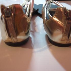 Zlaté žabky na zip - foto č. 1
