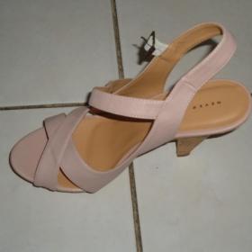 Starorůžové páskové letní sandálky Humanic zn. Never 2 Hot - foto č. 1