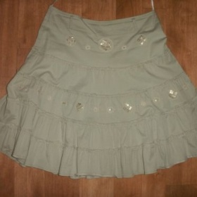 Bavlněná béžovo-šedá sukně po kolena se zdobením - foto č. 1