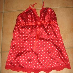 Červený prádlový top s bílými puntíky a krajkou Amisu - foto č. 1