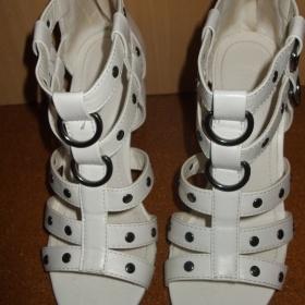 Bílé letní  páskované botičky na podpatku / gladiátorky - foto č. 1