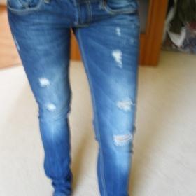 Tmavě modré rozdrbané džíny Terranova - foto č. 1