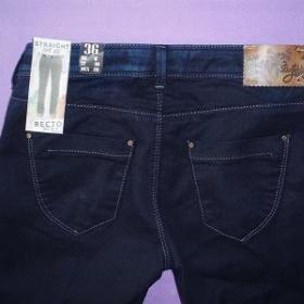 Tmavě modré riflové kalhoty Bershka - foto č. 1
