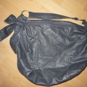 Šedá kabelka z umělé kůže s mašlí, zn. Tally Weijl - foto č. 1