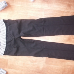 �ern� jemn� prou�kovan� spole�ensk� kalhoty Orsay - foto �. 1