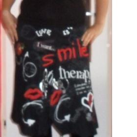 �ern� sukne s extravagantn�m potiskem zna�ka Desigual - foto �. 1