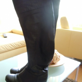 Černé vysoké kozačky z kůže dovoz z Itálie - foto č. 1
